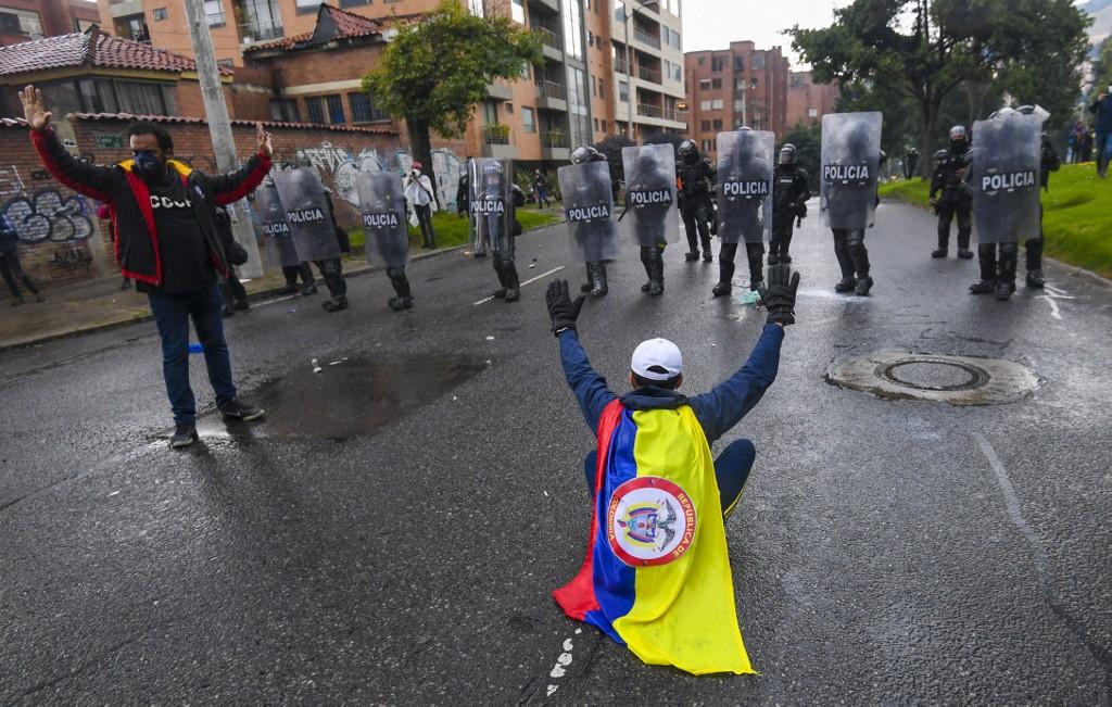 Choque entre manifestantes y la fuerza pública, durante protestas en Bogotá.