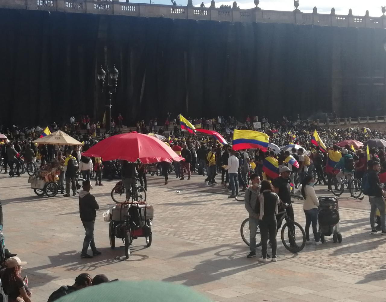 Ventas informales en medio de las manifestaciones.