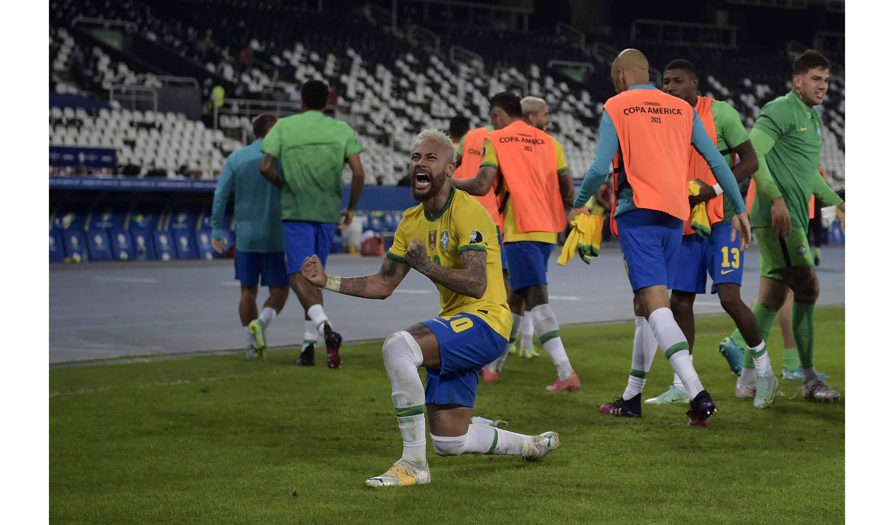 Neymar, su risita, burla y celebración del robo ante Colombia