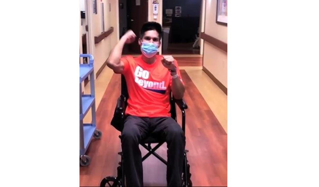 Chyno, en silla de ruedas tras quedar paralítico.