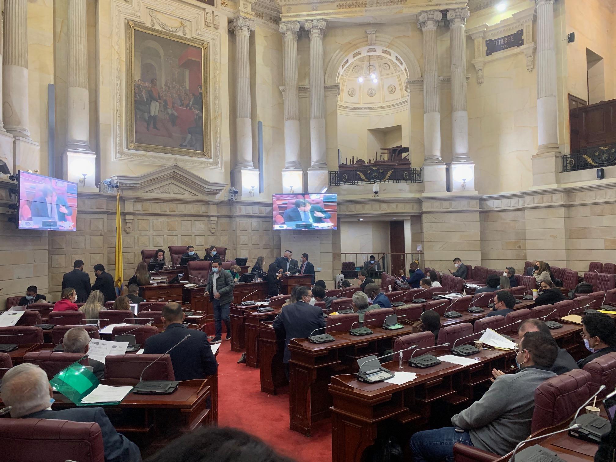 Comisión Primera de Cámara trabajando