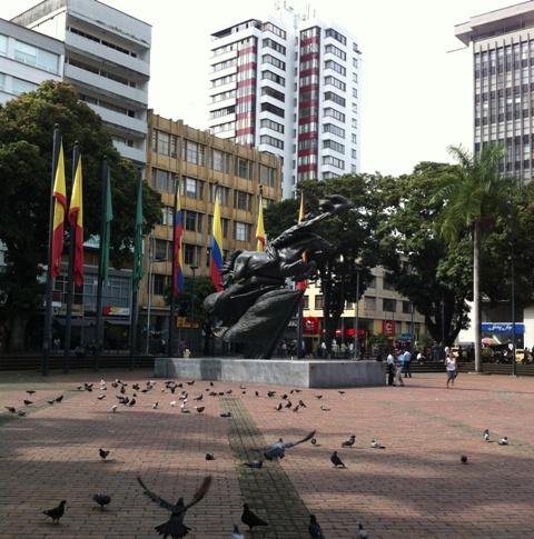 A reparación, las calles con adoquines que rodean la Plaza de Bolívar de  Pereira | RCN Radio