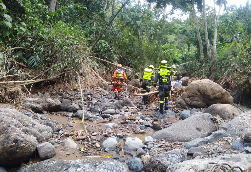 Las difíciles condiciones del terreno han dificultado la búsqueda de los desaparecidos.