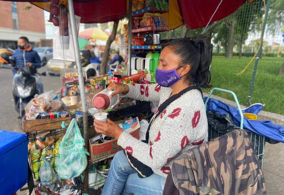 Carmen Castiblanco, vendedora informal en Engativá (Bogotá).