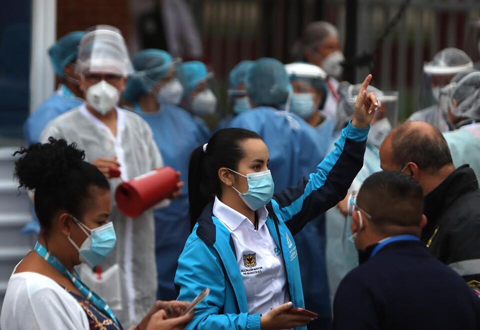 Vacunación contra la covid-19 en el Hospital de Kennedy en Bogotá