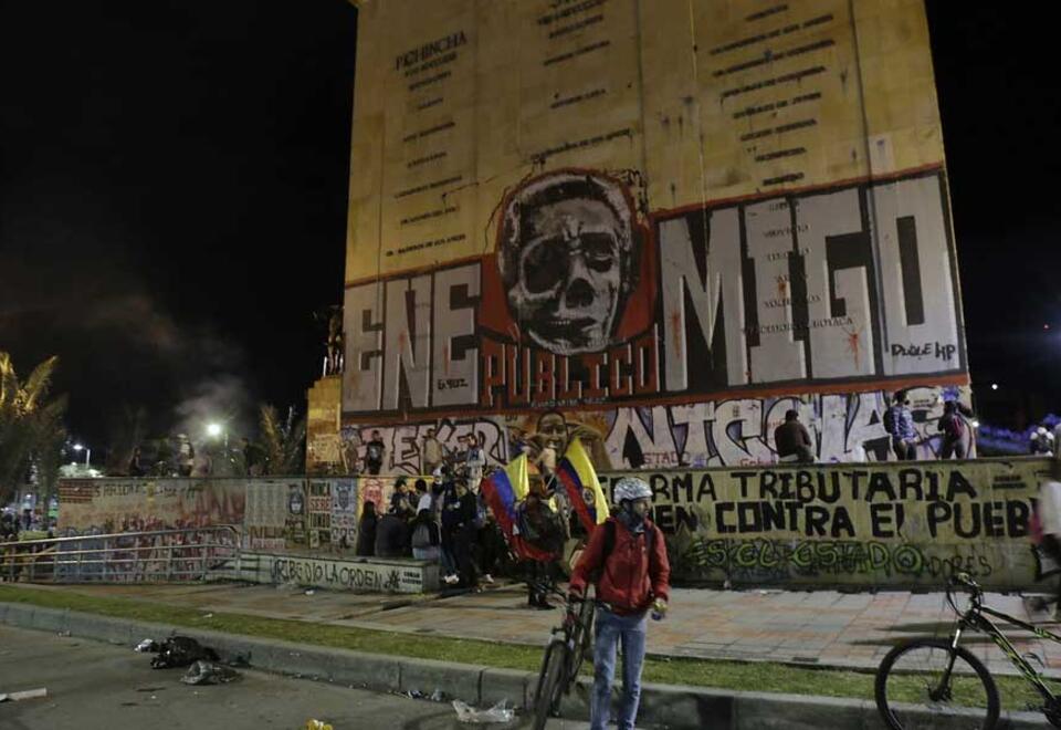 Con grafitis fue rayado monumento de Los Héroes