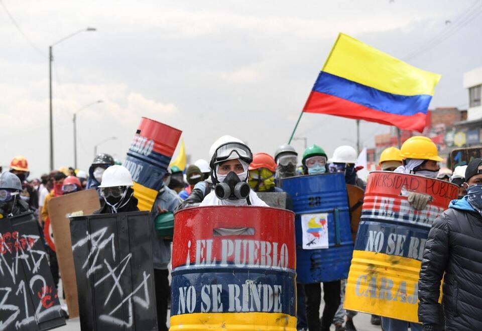 Manifestantes durante protestas en Bogotá.