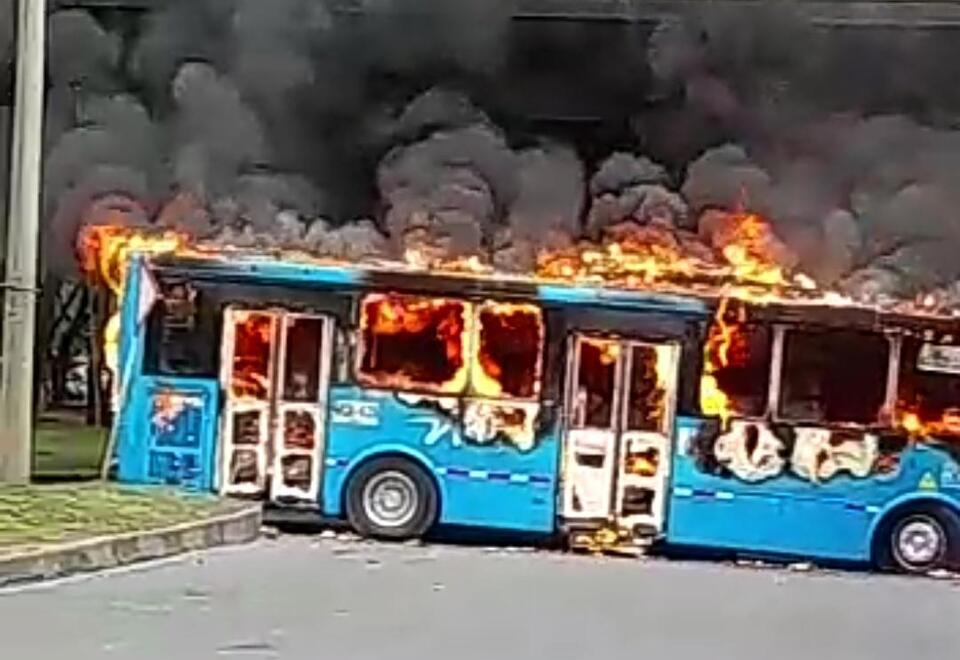 Bus MIO incinerado