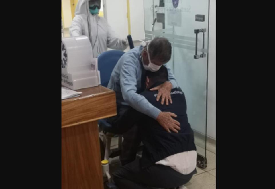 Ministro Malagón recibe a su padre que superó el coronavirus