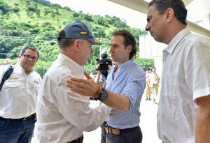 Santos y el alcalde Federico Gutiérrez.