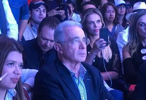 El expresidente Álvaro Uribe, en el centro de la polémica con un sacerdote