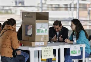 Mientras el país se alista para las elecciones del 27 de octubre, aún hay en marcha estrategias non sanctas para entorpecer el proceso.
