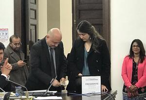 Senadores Paloma Valencia, del uribismo, y Carlos Antonio Lozada, de Farc
