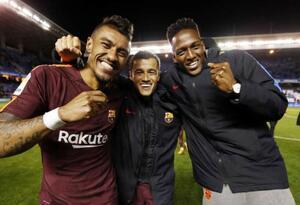 Paulinho, Phillippe Coutinho y Yerry Mina con Barcelona en la temporada 2017-2018