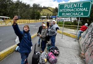 Venezolanos puente Rumichaca