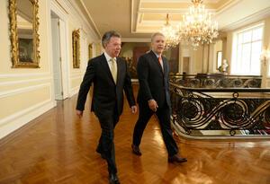 Santos, una vez se cumplieron las elecciones presidenciales, de manera protocolaria inició la sucesión de mando