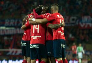 Jugadores de Independiente Medellín celebrando un gol.