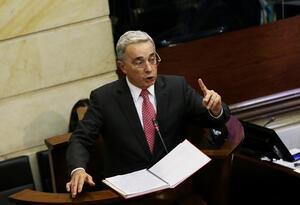 El senador Álvaro Uribe en el Congreso de la República