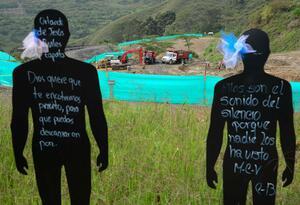 En La Escombrera (Medellín), considerada la fosa común más grande del país, se les rindió tributo a las víctimas de la Operación Orión