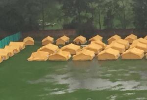 Los vecinos dicen que ese campamento para albergar a los extranjeros no fue socializado y argumentan que tampoco es apto, ya que a su modo de ver no tiene lascondiciones humanitarias pertinentes.