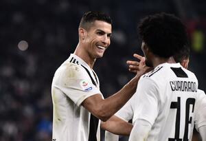 Cristiano Ronaldo celebra un gol con Juan Guillermo Cuadrado en la Juventus