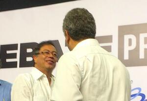 Gustavo Petro e Iván Duque, el 5 de abril de 2018 en Barranquilla