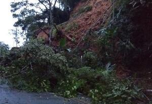 Derrumbe autopista Medellín-Bogotá.