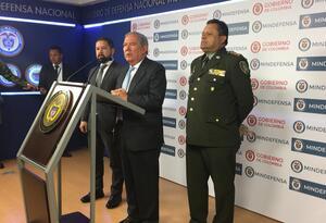 Ministro de Defensa, Guillermo Botero (centro)