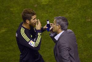 Sergio Ramos y José Mourinho en su momento en el Real Madrid (2012)