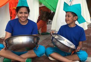 Niños en muestra artística en Ciudad Bolívar, Bogotá