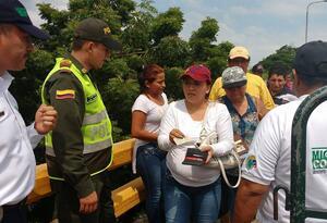 Población migrante ingresando a Colombia por el Puente Internacional Simón Bolívar