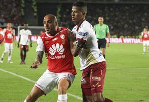 Fainer Torijano (Blanco) nuevo jugador de Santa Fe.