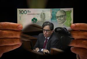 Billete de 100 mil pesos colombianos y el ministro de Hacienda, Alberto Carrasquilla