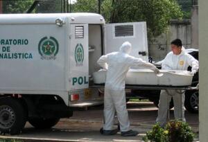 Autoridades en su trabajo forense
