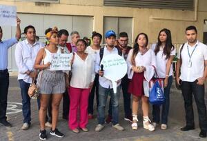 Protesta de periodistas en Cartagena en defensa por la libertad de prensa