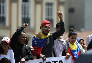 Venezolanos en la Plaza de Bolívar de Bogotá