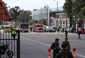La Escuela General Santander tras el carro bomba