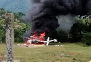 El helicóptero que fue impactado e incinerado previo al secuestro de sus tripulantes