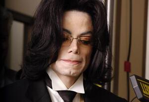 De tiempo atrás hay denuncias de acoso contra Michael Jackson.