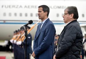Juan Guaidó junto al canciller colombiano Carlos Holmes Trujillo