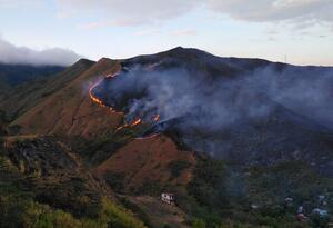 A la zona fueron enviadas dos máquinas extintoras, dos brigadas forestales, una ambulancia y una móvil de logística.
