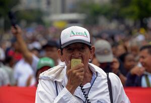 Marcha de profesores en Colombia, exigiendo mejoras laborales