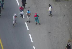 Choque entre indígenas y policías en la vía Panamericana, en Cauca