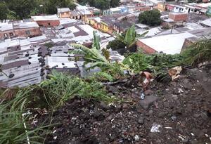 Los deslizamientos afectaron dos viviendas en los barrios El Bosque y 7 de Agosto.