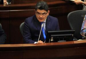 Gregorio Eljach, secretario del Senado