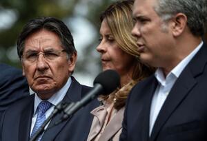 Néstor Humberto Martínez (al fondo), junto al presidente Iván Duque y Marta Lucía Ramírez