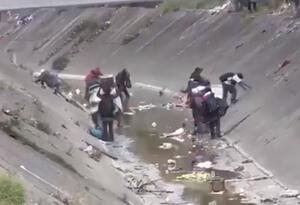Habitantes de calle en el caño de la Sexta, en Bogotá