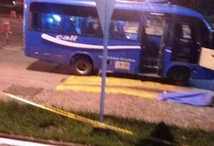 Un hombre fue muerto por asaltantes que despojaron de pertenencias a pasajeros de un bus intermunicipal en la recta Palmira-Cali