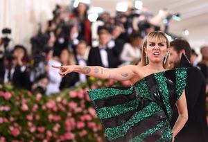 Miley Cyrus aparece en la Met Gala