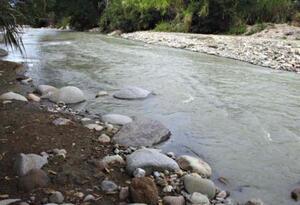 Organismos de socorro buscan a dos caminantes que cayeron al río Bolo